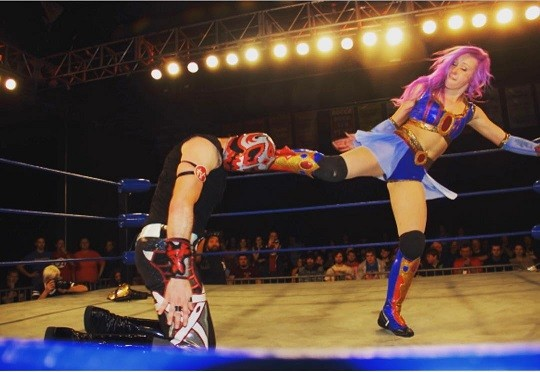Kimber Lee vs Hallowicked CHIKARA