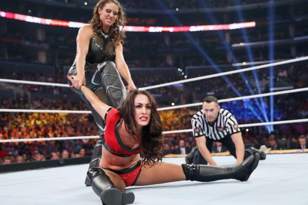 Stephanie Mcmahon vs Brie Bella body